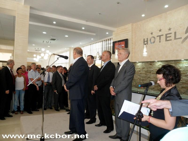 Milinko Živković se zahvaljuje na Šistekovoj nagradi na nedavnoj svečanosti u hotelu Jezero