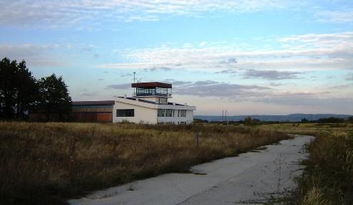 Toranja i pista aerodroma u Boru