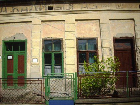 """Velepna zgrada nekadašnje kafane """"Kadibogaz"""" uspravno propada…"""