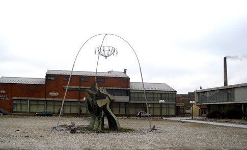 spomenik partizanima kod robne kuce