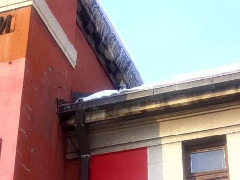 Mesto na krovu sa kojeg je pao S.Đ.