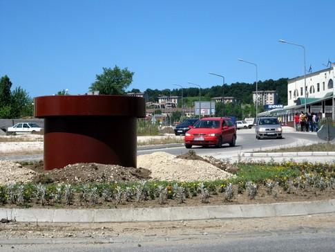 Foto:D.Popaz ****Postament za još jedan spomenik na kružnom toku na Nikoličevskom putu