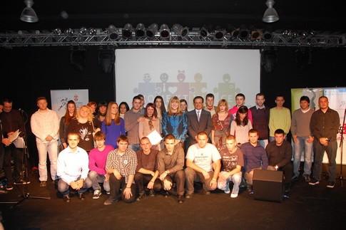 Predstavnici 25 najboljih volonterskih omladinskih akcija u 2011 sa ministarkom i zam Del EU