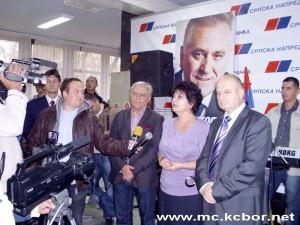 Sa slave SNS-a, Zlata Marković u sredini.