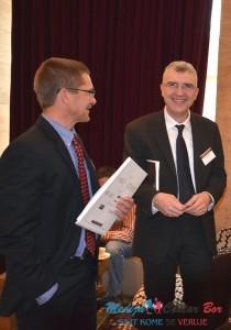 Dejan Koželj (desno) na konferenciji o mineralnim resursima