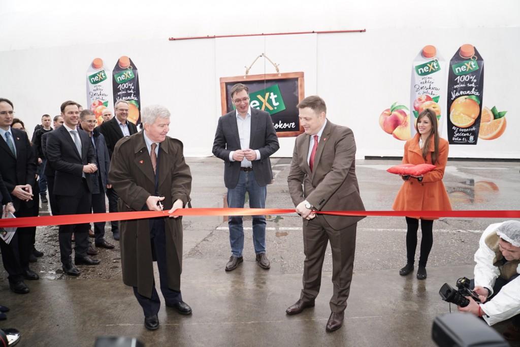 Svečano presecanje vrpce na otvaranju regionalnog centraza sokove CCH