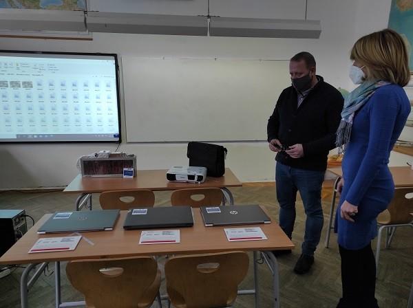 Vredna donacija školi Vuk Karadžić za bolji pristup razvoju